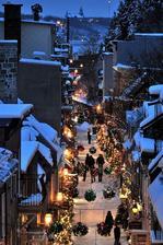 (Quebec, Canada)  Krásná ulička na vánoční couračku.