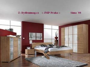 úložné prostory ložnice a vínová barva