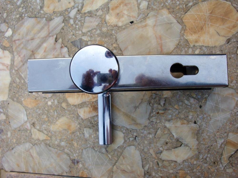 bezpečnostné kovanie s guľou - Obrázok č. 1