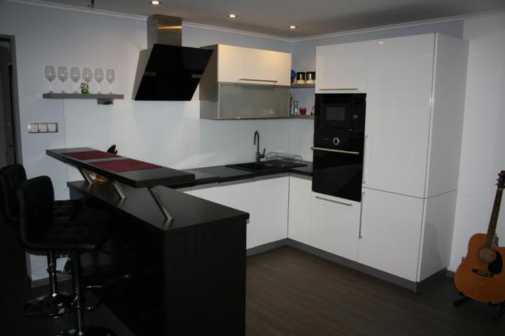 Leskle lakované Kuchyne na mieru - Obrázok č. 1