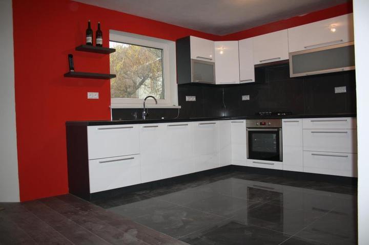 Leskle lakované Kuchyne na mieru - Obrázok č. 21