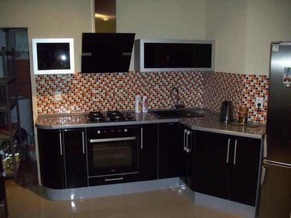 Leskle lakované Kuchyne na mieru - Obrázok č. 30