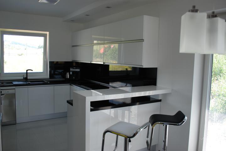 Leskle lakované Kuchyne na mieru - Obrázok č. 12