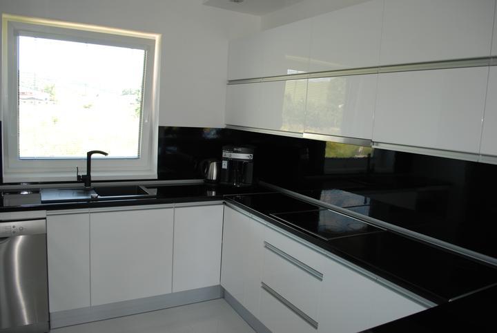 Leskle lakované Kuchyne na mieru - Obrázok č. 9