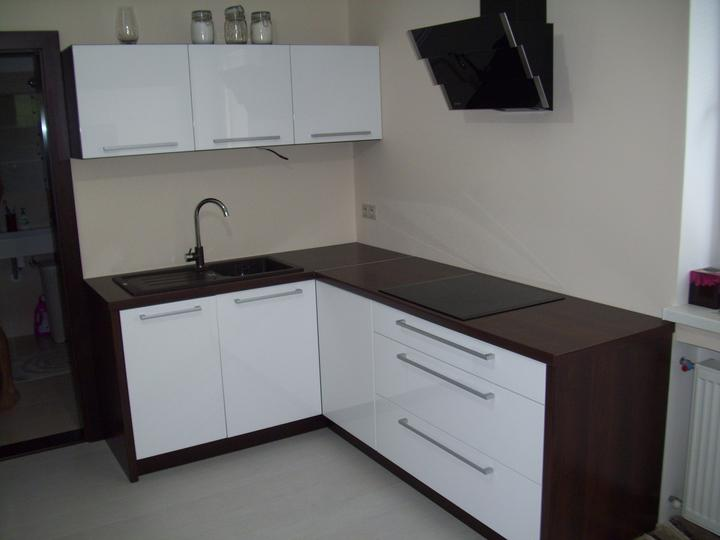 Leskle lakované Kuchyne na mieru - Obrázok č. 88
