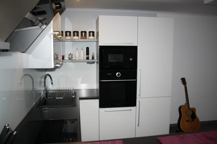 Leskle lakované Kuchyne na mieru - Obrázok č. 2