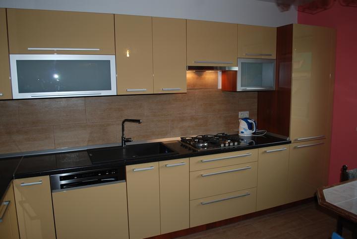 Leskle lakované Kuchyne na mieru - Obrázok č. 48