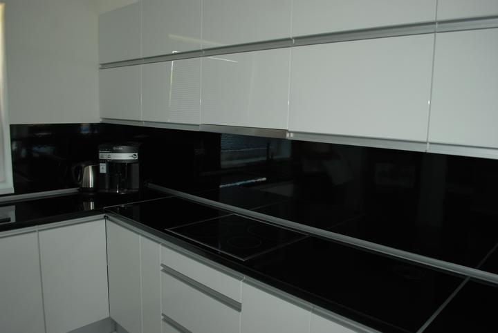 Leskle lakované Kuchyne na mieru - Obrázok č. 10