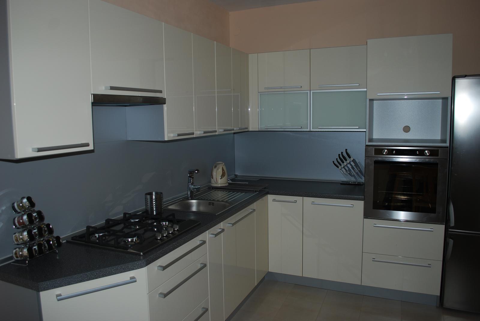 Leskle lakované Kuchyne na mieru - Obrázok č. 58