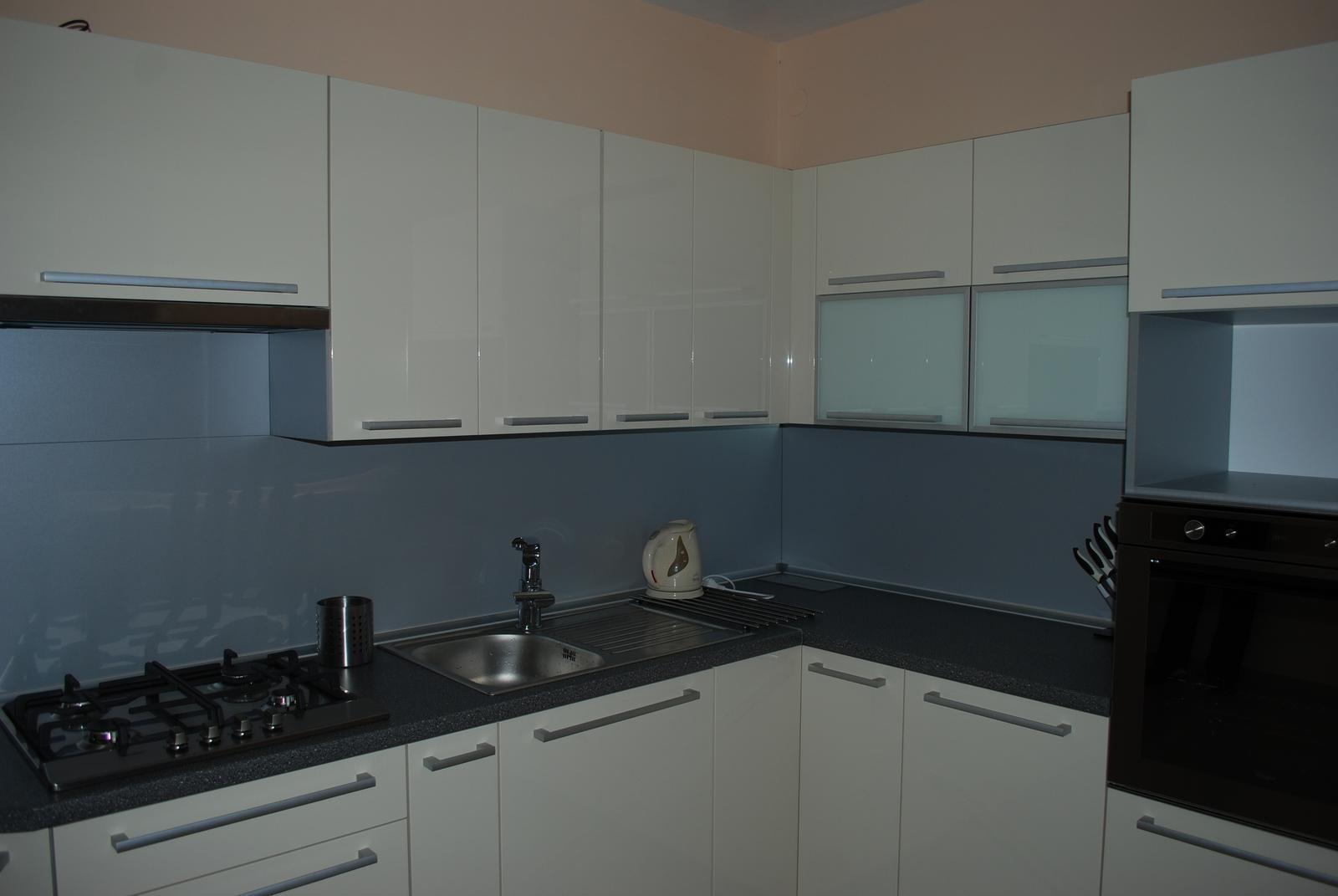 Leskle lakované Kuchyne na mieru - Obrázok č. 59