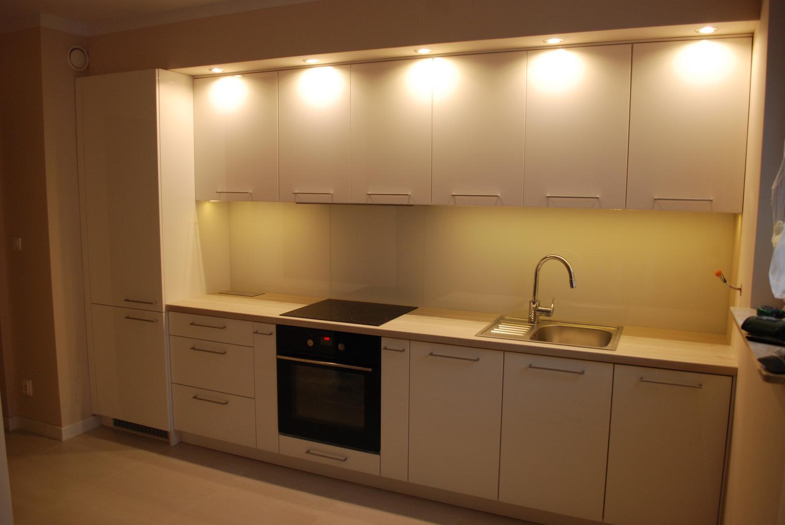 Leskle lakované Kuchyne na mieru - Obrázok č. 64