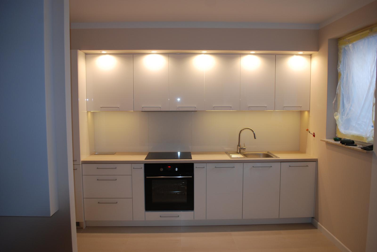Leskle lakované Kuchyne na mieru - Obrázok č. 63
