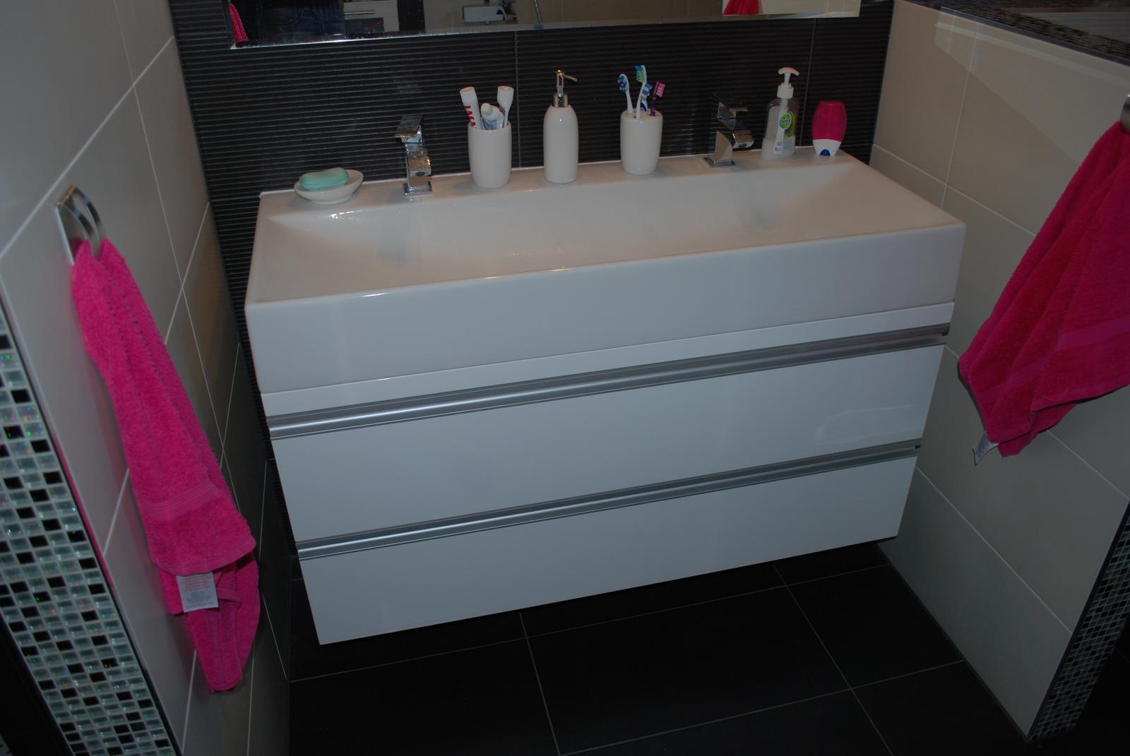 Nábytok do kúpelne na mieru - haly... - Obrázok č. 125