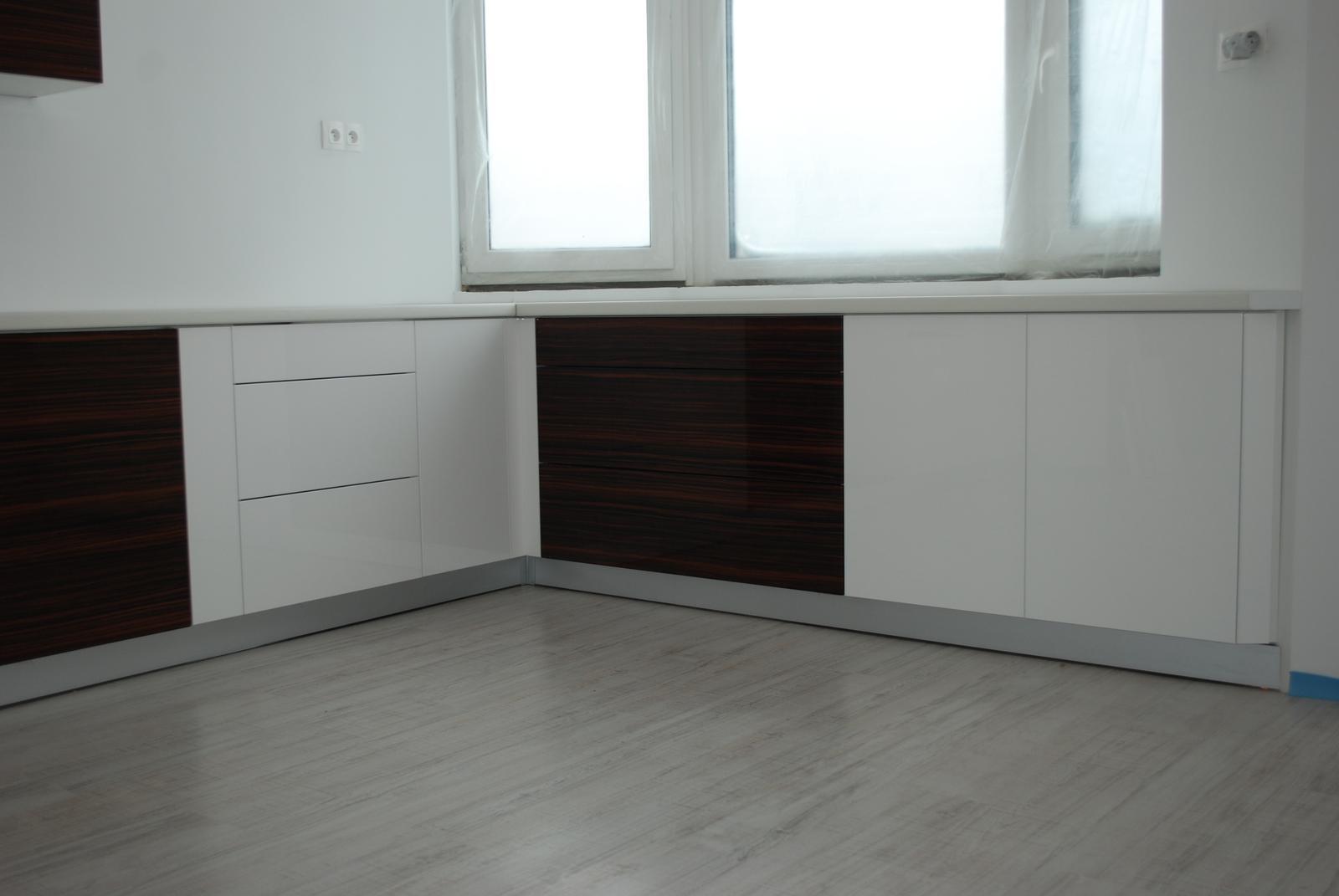 Leskle lakované Kuchyne na mieru - Obrázok č. 77