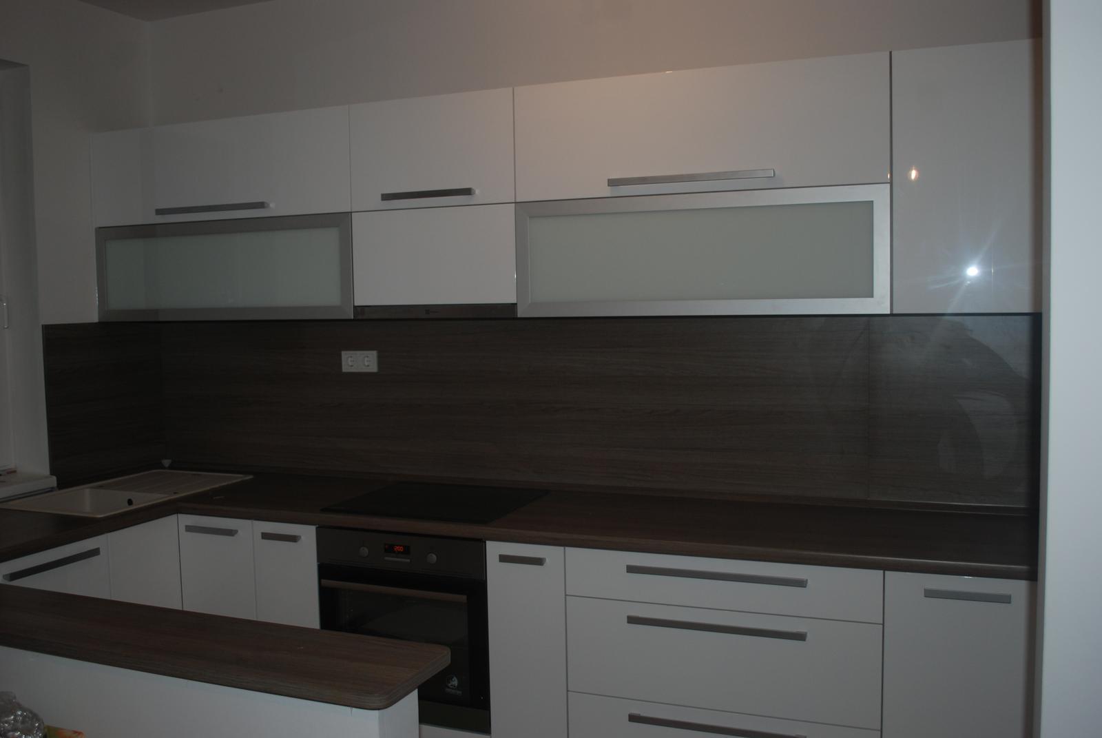 Leskle lakované Kuchyne na mieru - Obrázok č. 40