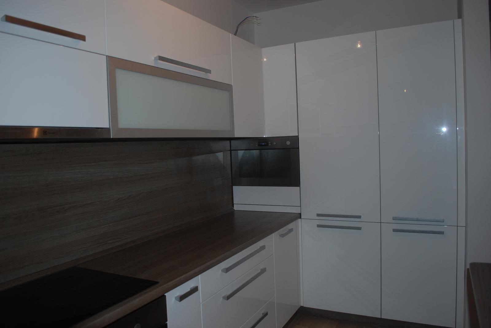 Leskle lakované Kuchyne na mieru - Obrázok č. 42