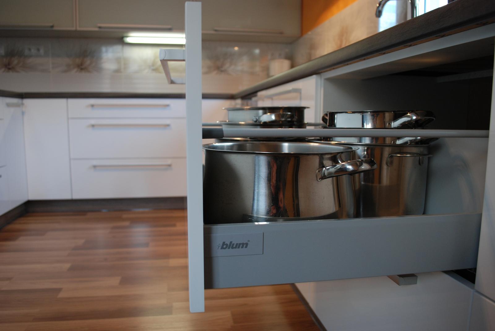 Leskle lakované Kuchyne na mieru - Obrázok č. 93