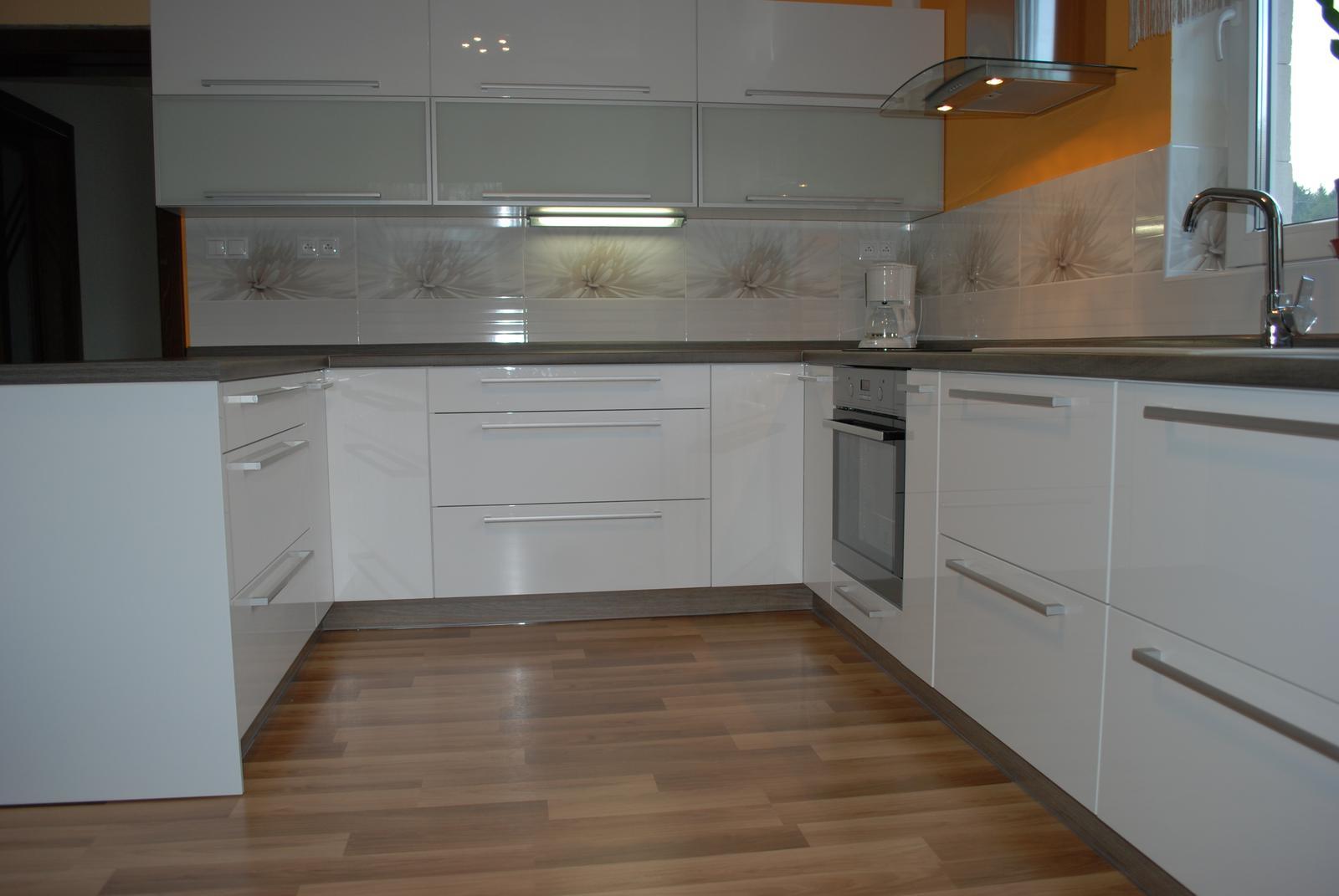 Leskle lakované Kuchyne na mieru - Obrázok č. 96