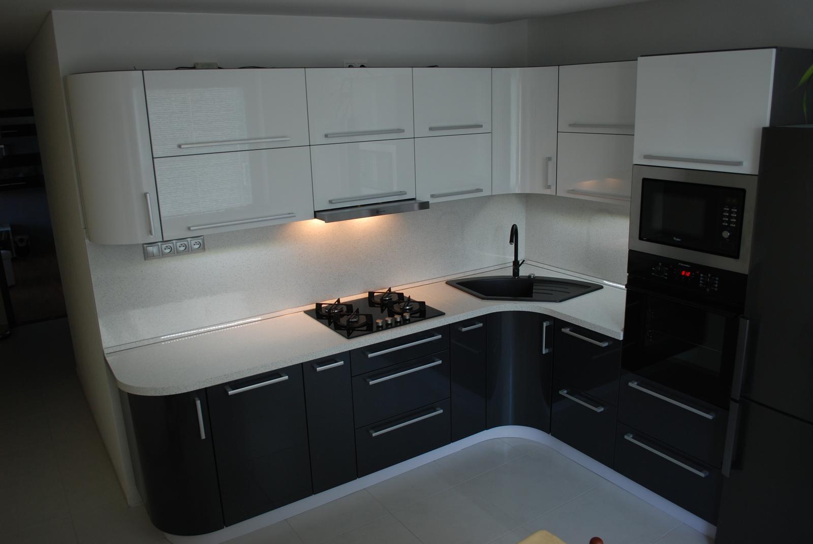 Leskle lakované Kuchyne na mieru - Obrázok č. 97