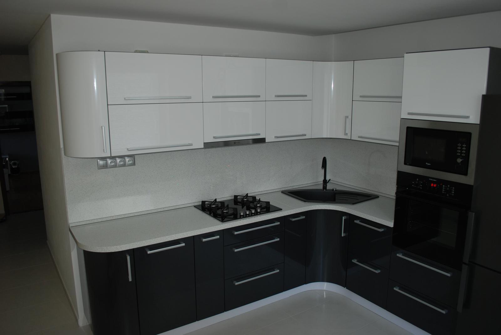Leskle lakované Kuchyne na mieru - Obrázok č. 99