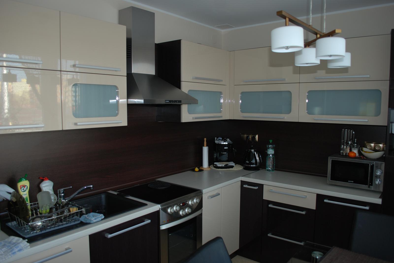 Leskle lakované Kuchyne na mieru - Obrázok č. 104