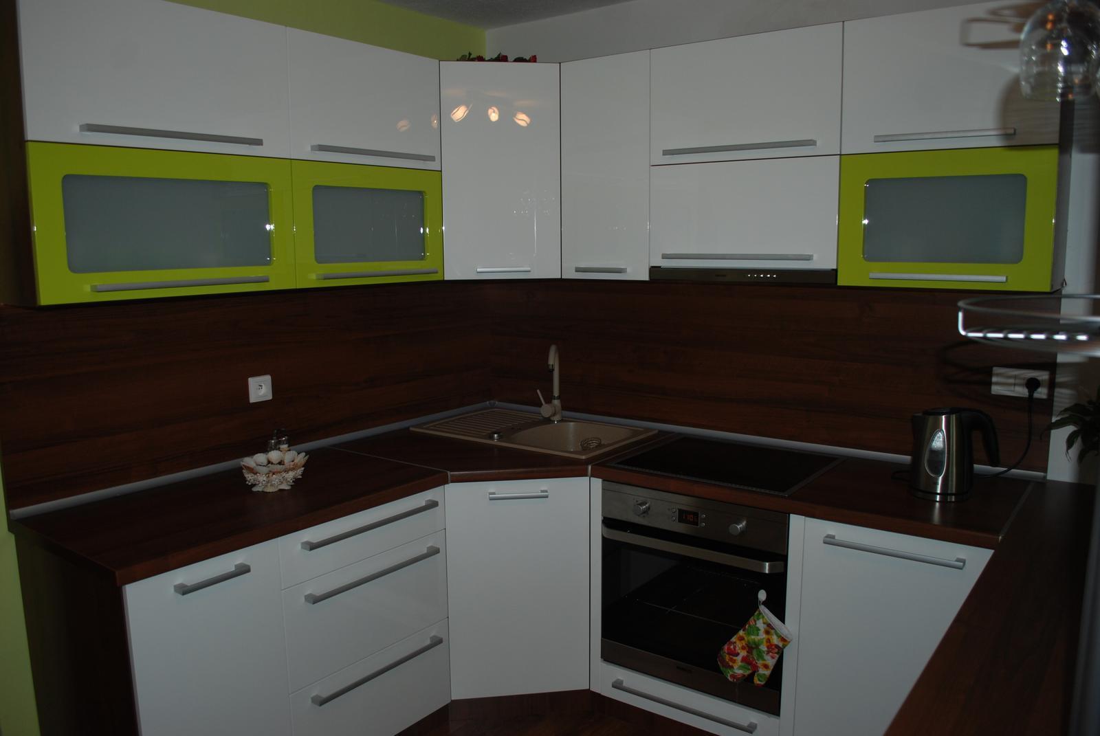 Leskle lakované Kuchyne na mieru - Obrázok č. 113