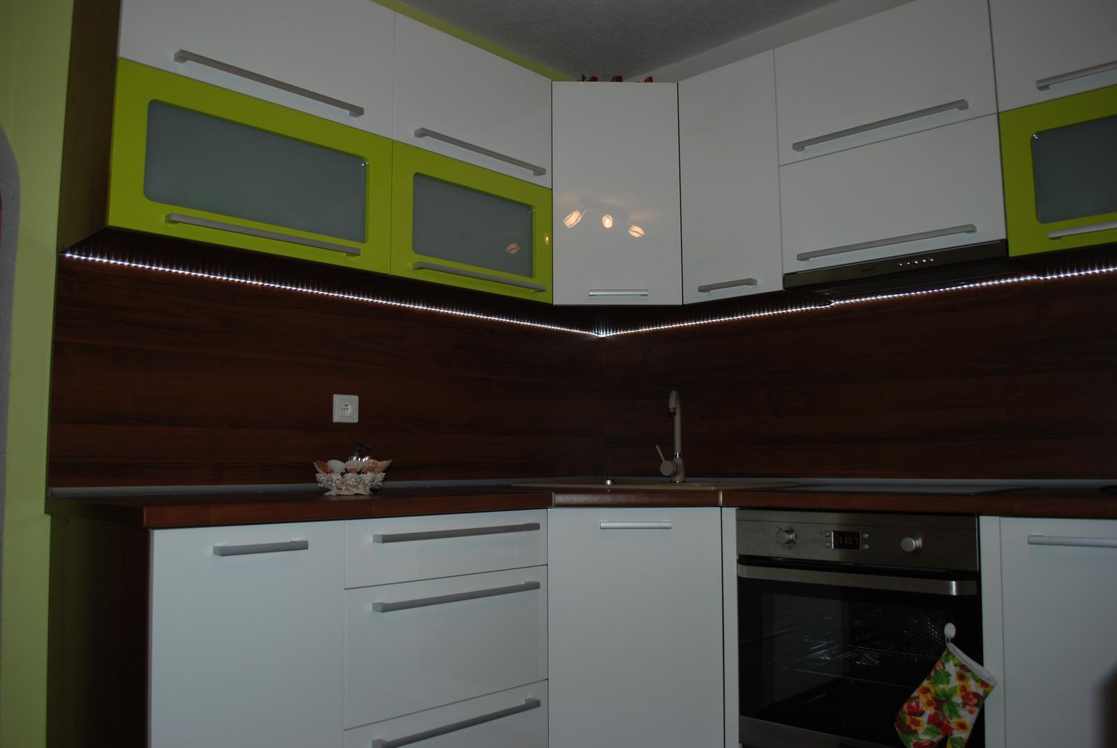 Leskle lakované Kuchyne na mieru - Obrázok č. 115