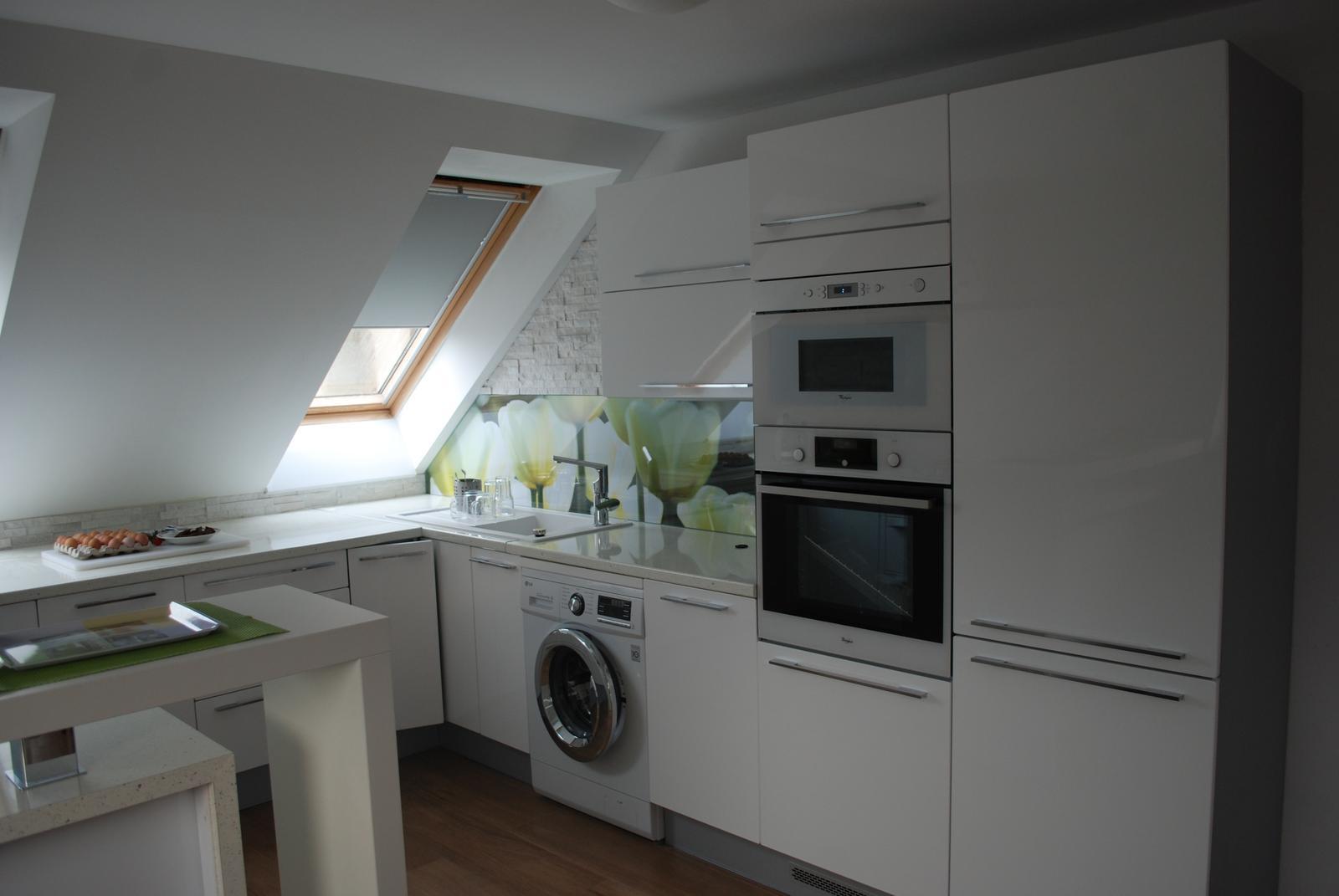 Leskle lakované Kuchyne na mieru - Obrázok č. 116