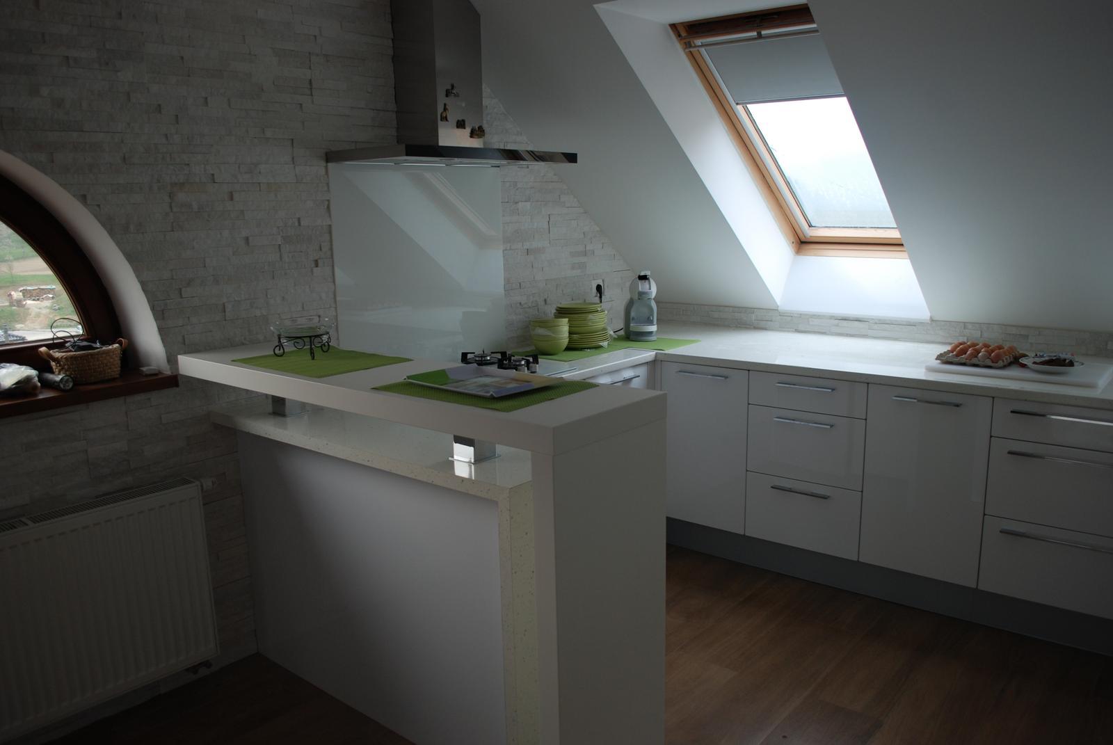 Leskle lakované Kuchyne na mieru - Obrázok č. 117