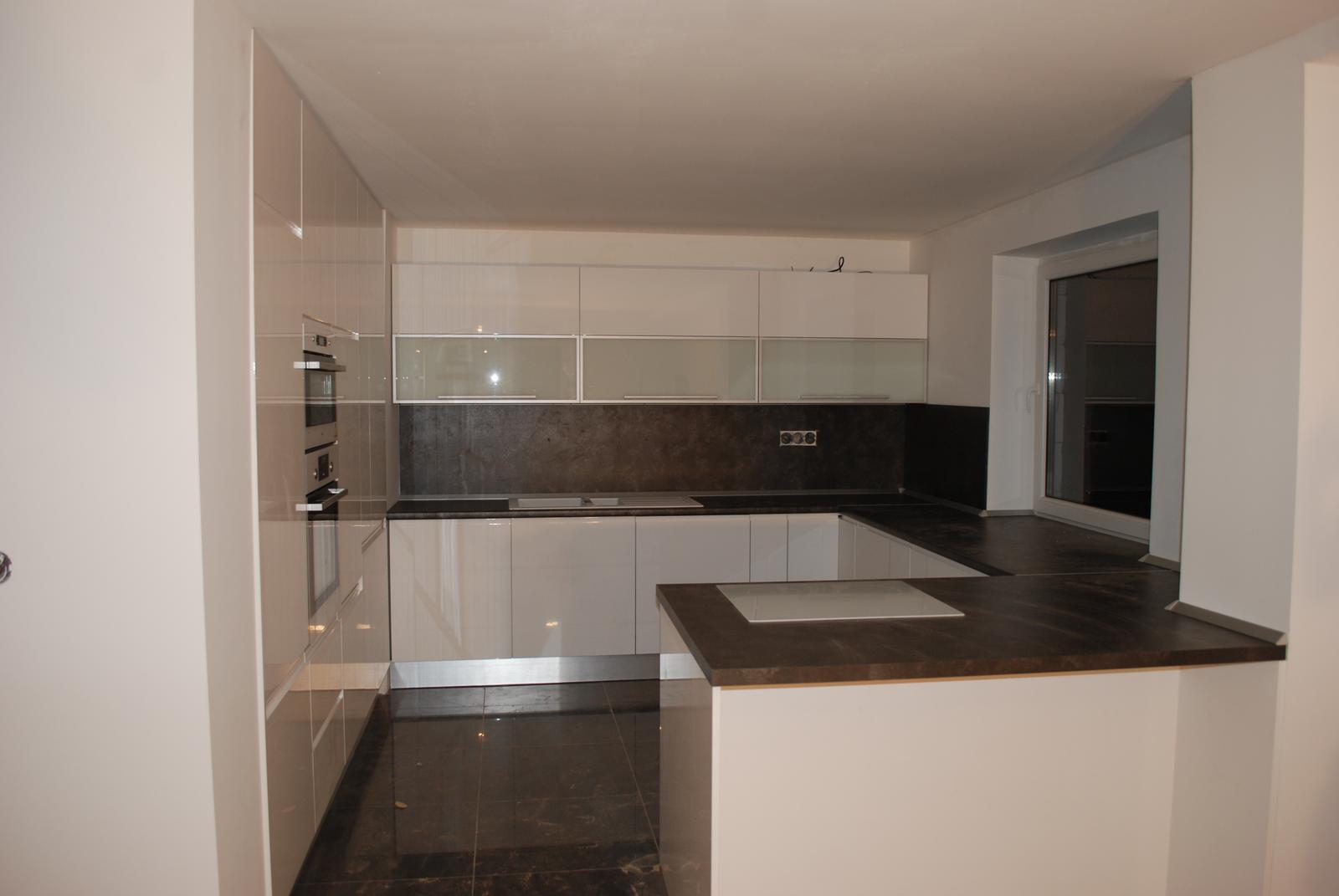 Leskle lakované Kuchyne na mieru - Obrázok č. 119
