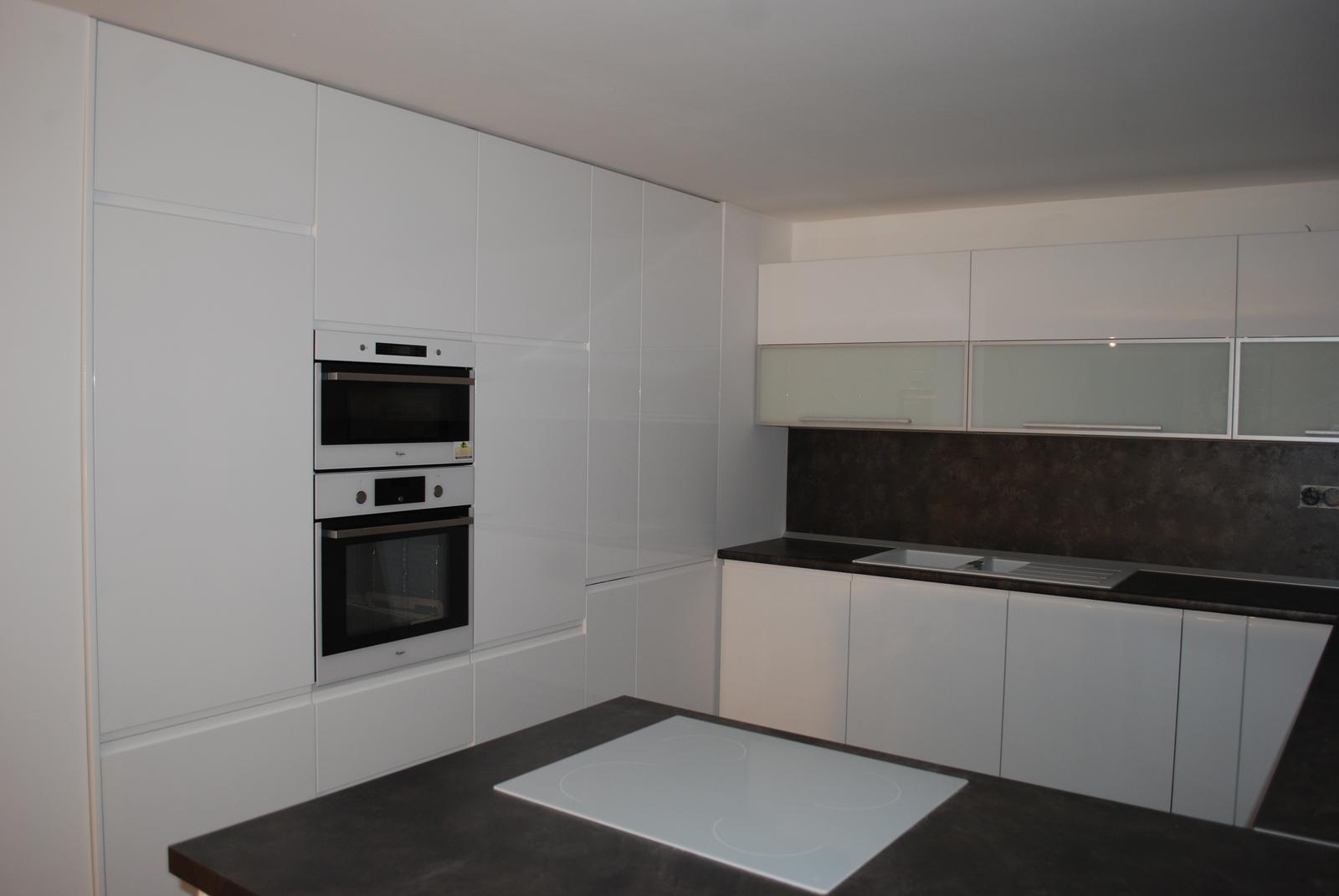 Leskle lakované Kuchyne na mieru - Obrázok č. 120