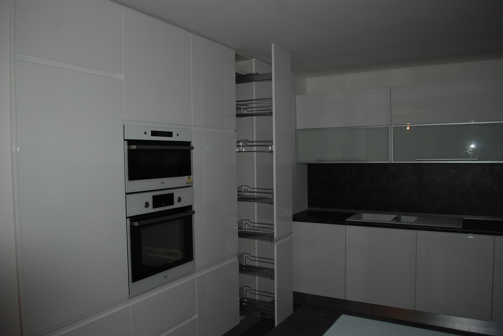 Leskle lakované Kuchyne na mieru - Obrázok č. 122