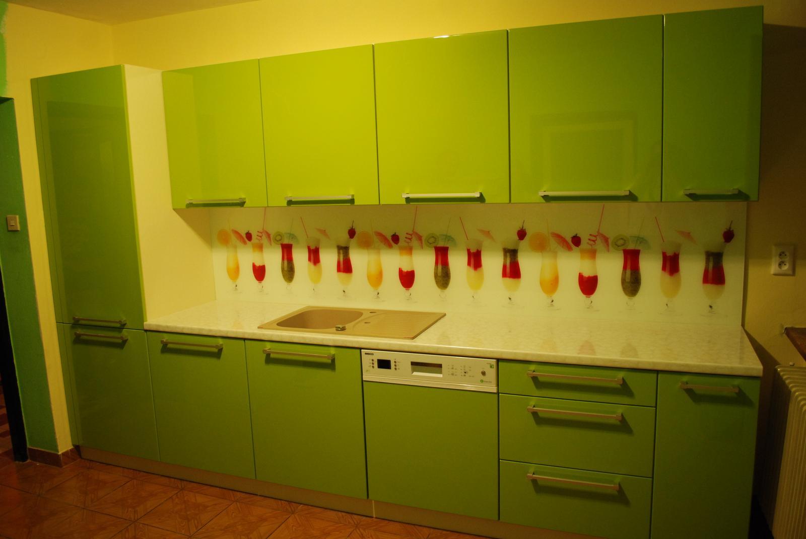 Leskle lakované Kuchyne na mieru - Obrázok č. 124