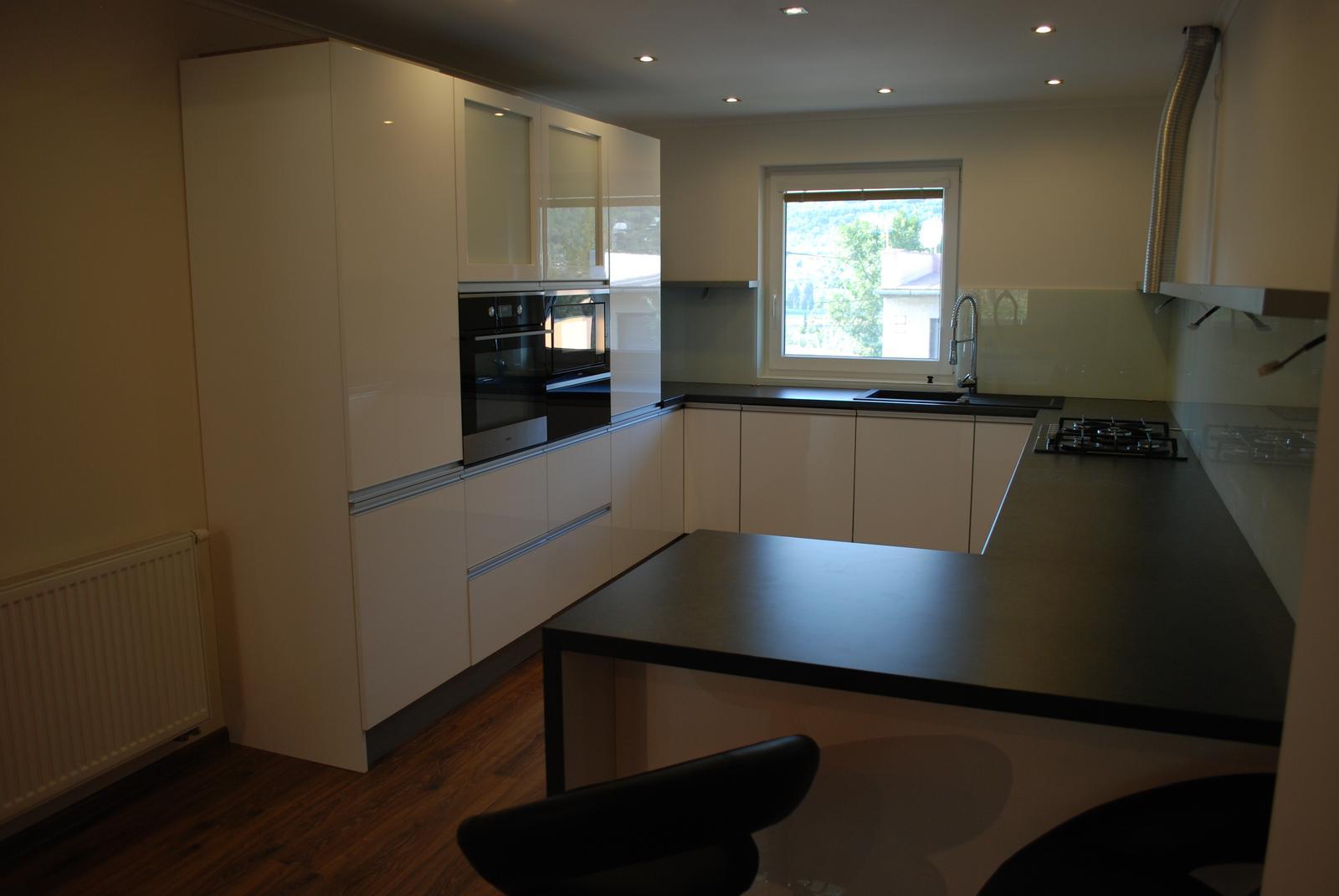 Leskle lakované Kuchyne na mieru - Obrázok č. 137