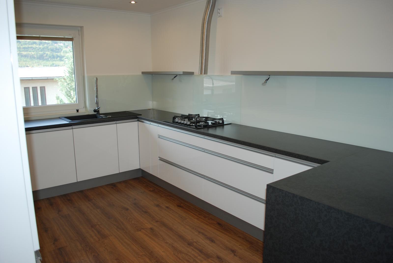 Leskle lakované Kuchyne na mieru - Obrázok č. 138