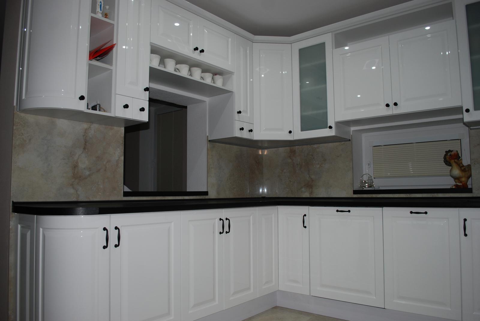 Leskle lakované Kuchyne na mieru - Obrázok č. 147