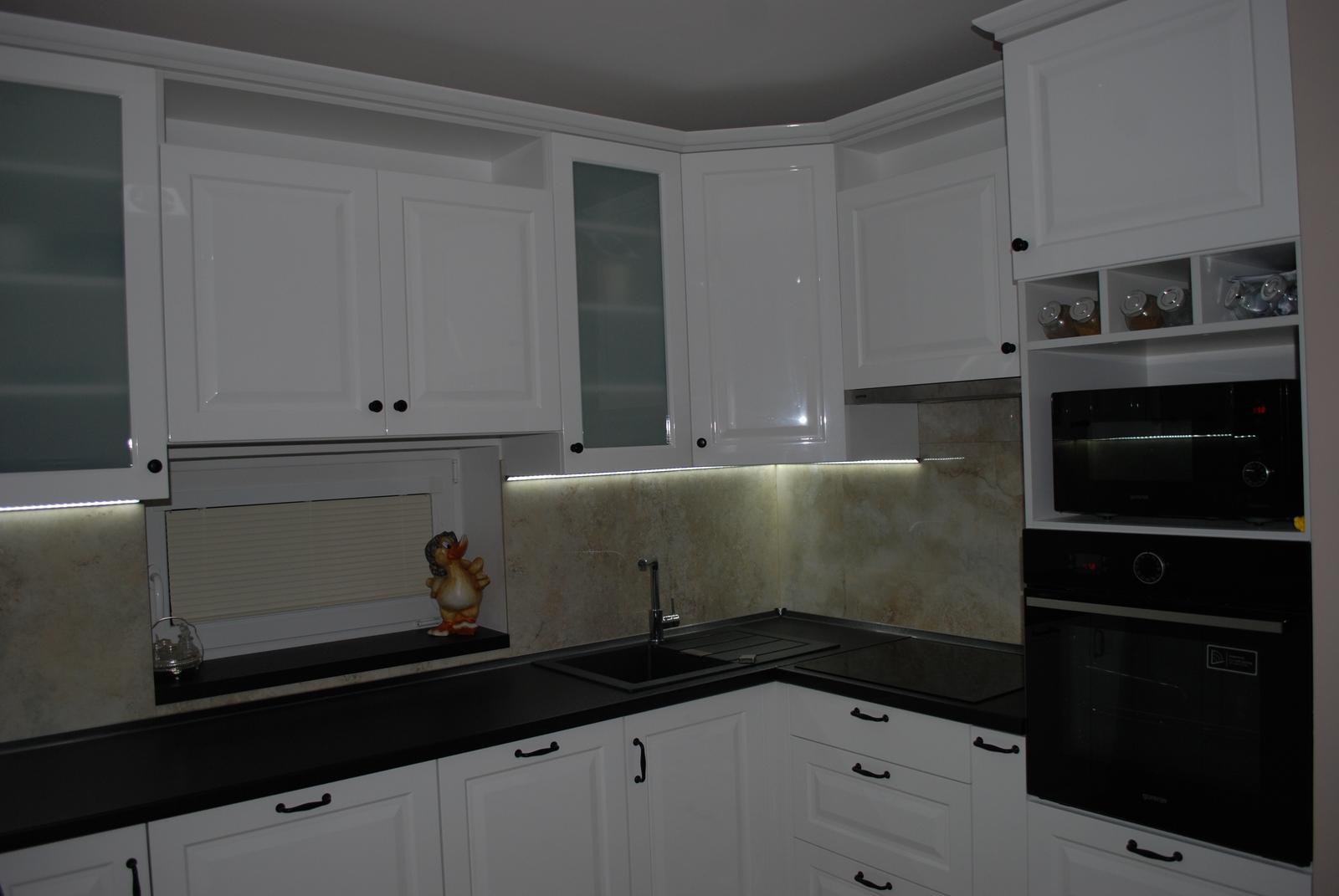Leskle lakované Kuchyne na mieru - Obrázok č. 148