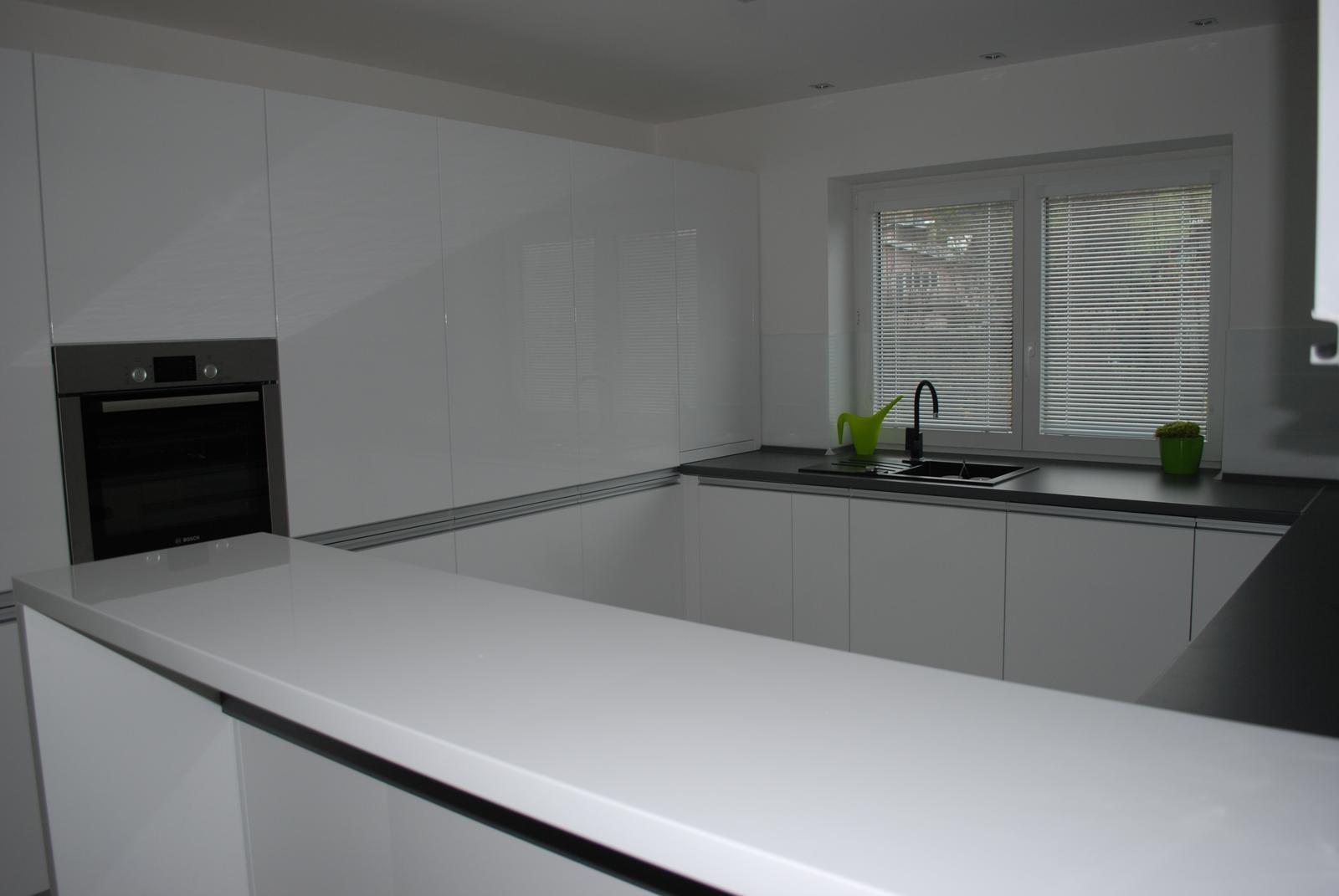 Leskle lakované Kuchyne na mieru - Obrázok č. 156