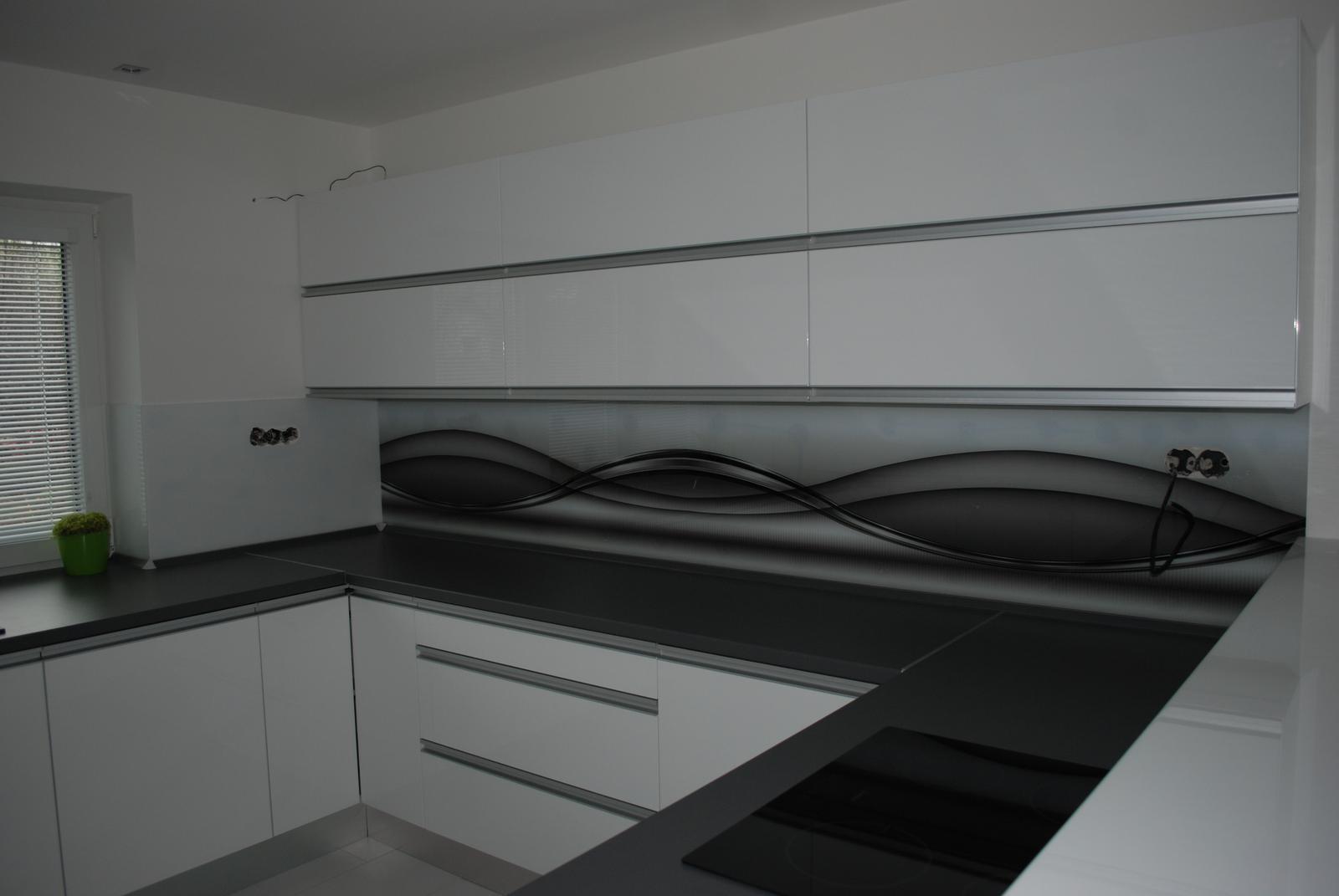 Leskle lakované Kuchyne na mieru - Obrázok č. 157