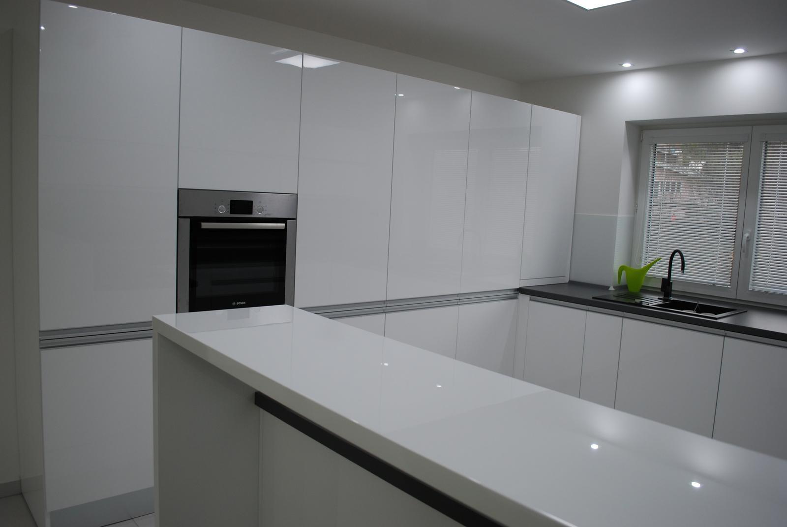 Leskle lakované Kuchyne na mieru - Obrázok č. 158