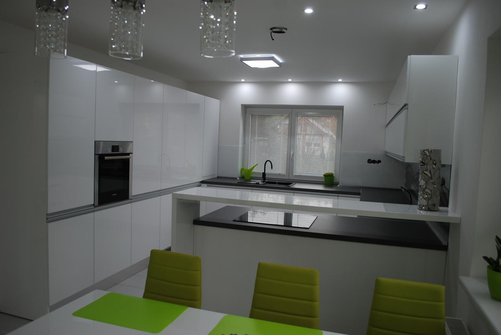 Leskle lakované Kuchyne na mieru - Obrázok č. 159
