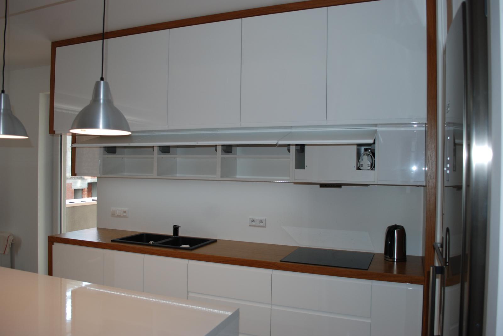 Leskle lakované Kuchyne na mieru - Obrázok č. 164