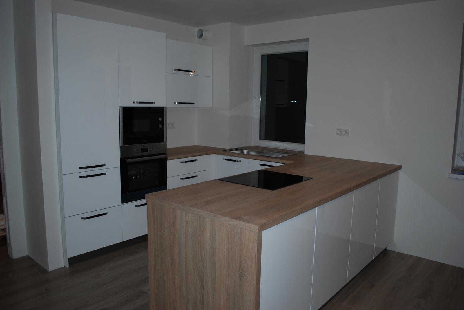 Leskle lakované Kuchyne na mieru - Obrázok č. 168