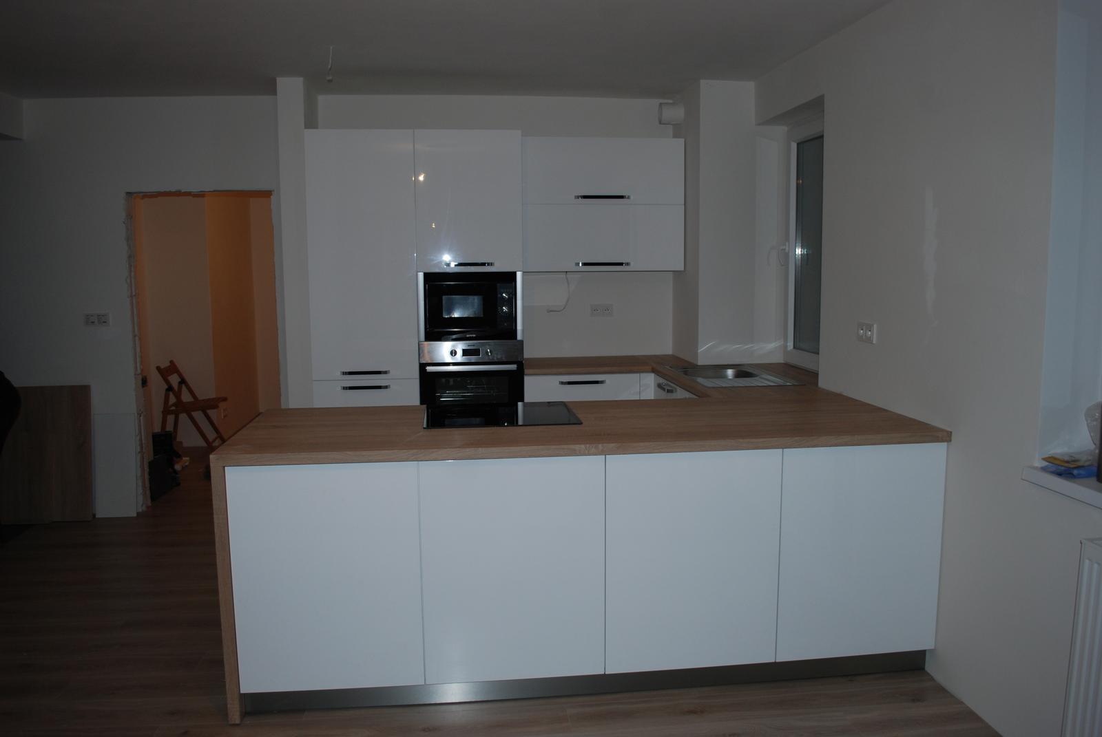Leskle lakované Kuchyne na mieru - Obrázok č. 169