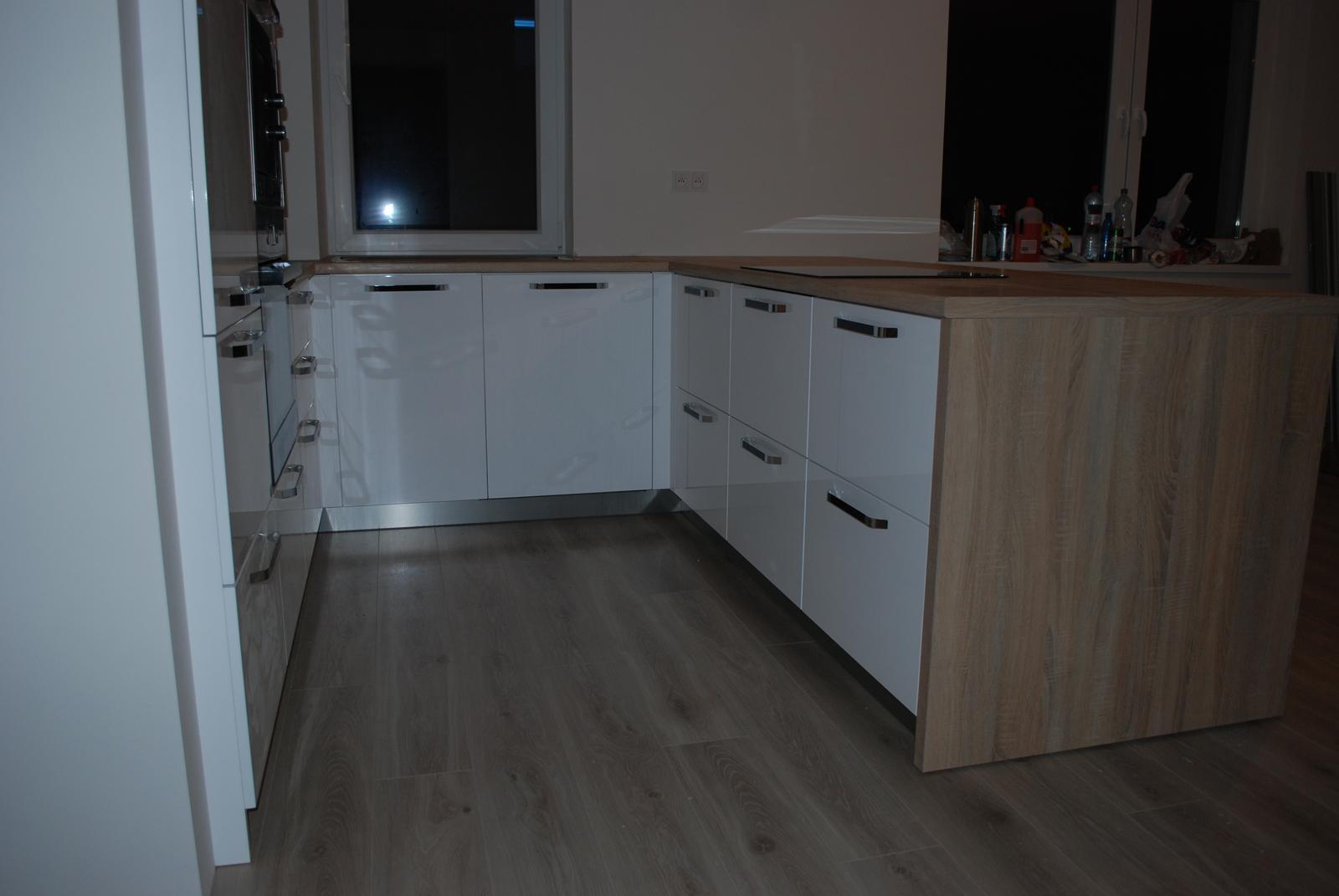 Leskle lakované Kuchyne na mieru - Obrázok č. 170