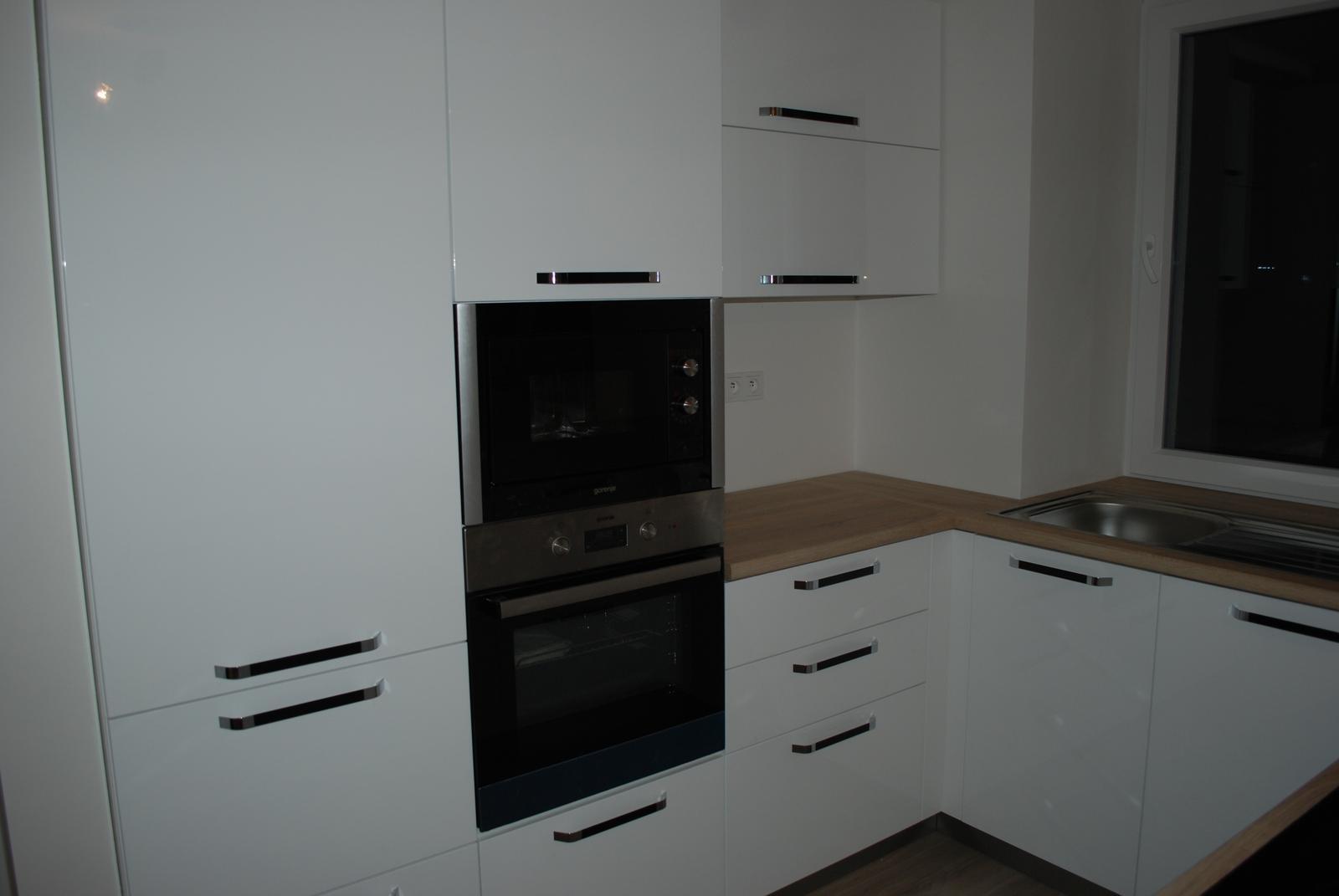 Leskle lakované Kuchyne na mieru - Obrázok č. 171