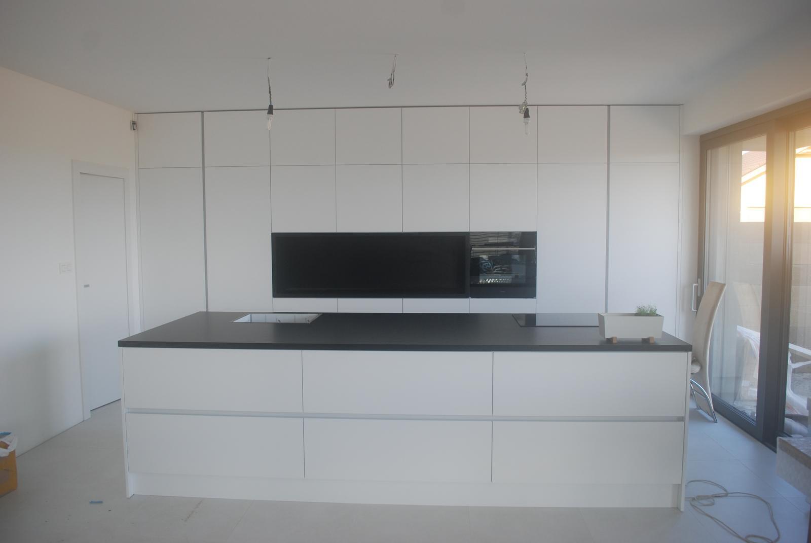 Leskle lakované Kuchyne na mieru - Obrázok č. 173