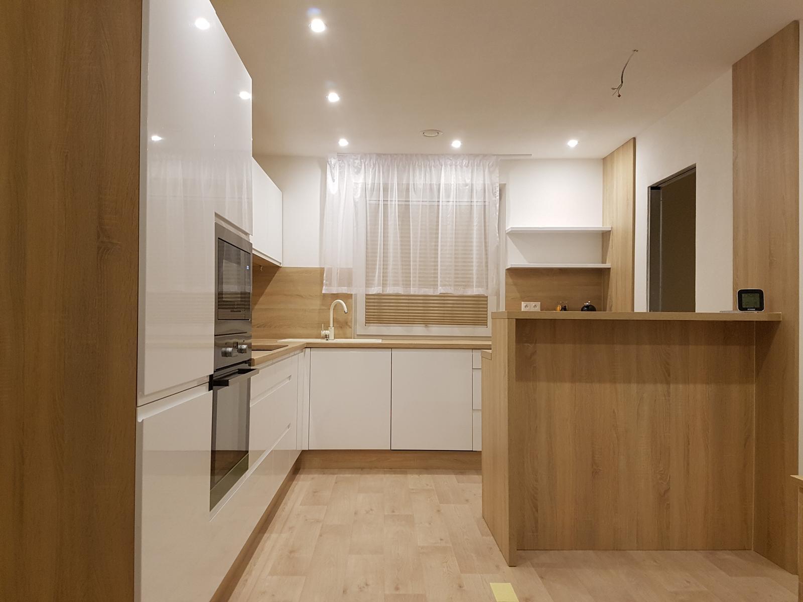 Leskle lakované Kuchyne na mieru - Obrázok č. 231