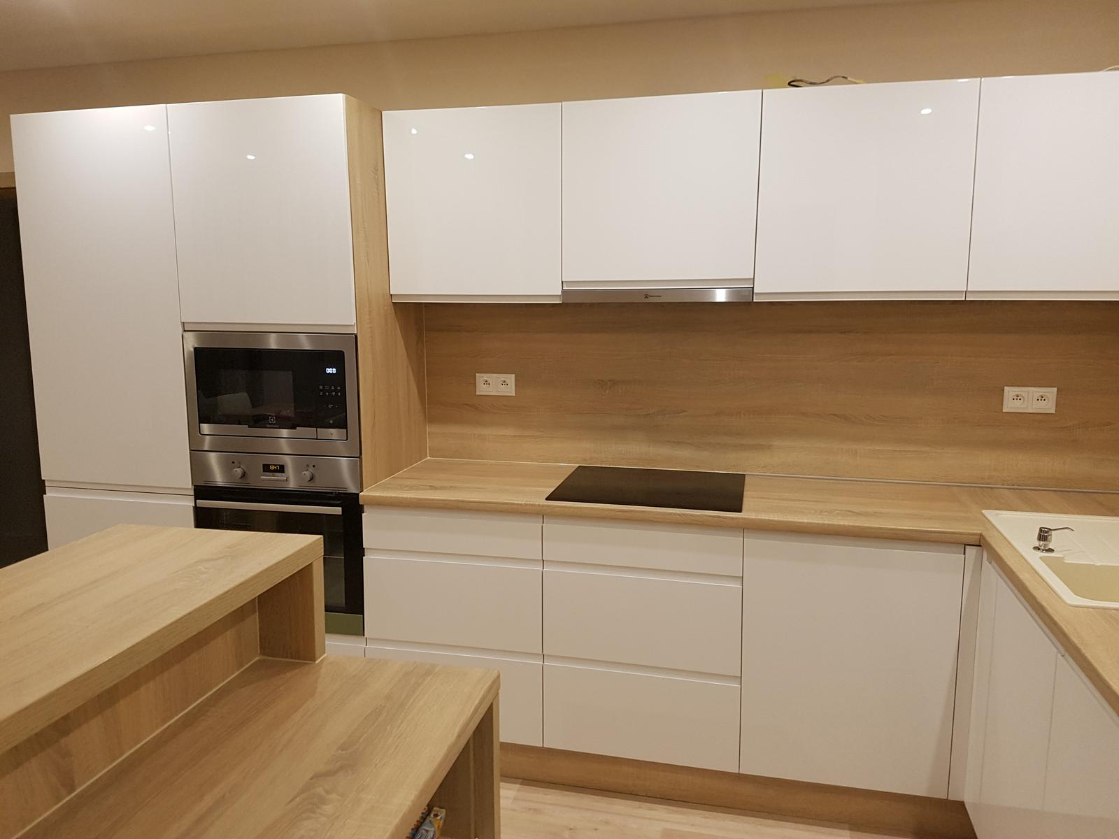 Leskle lakované Kuchyne na mieru - Obrázok č. 232