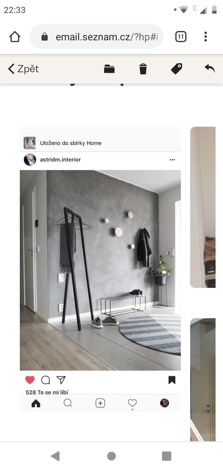 Dobrý večer, určitě mi poradíte :-) čím ošetřit - natřít stěnu, když chci věšáčky do chodby dát rovnou na zeď (viz foto), aby nebyla hned špinavá- ošoupaná. moc děkuji ;-) - Obrázek č. 1